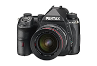 基本デバイスを一新、高画質・超高感度性能を実現したAPS-Cフラッグシップデジタル一眼レフカメラ